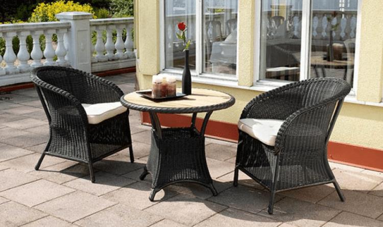 стол и стулья из ротанга