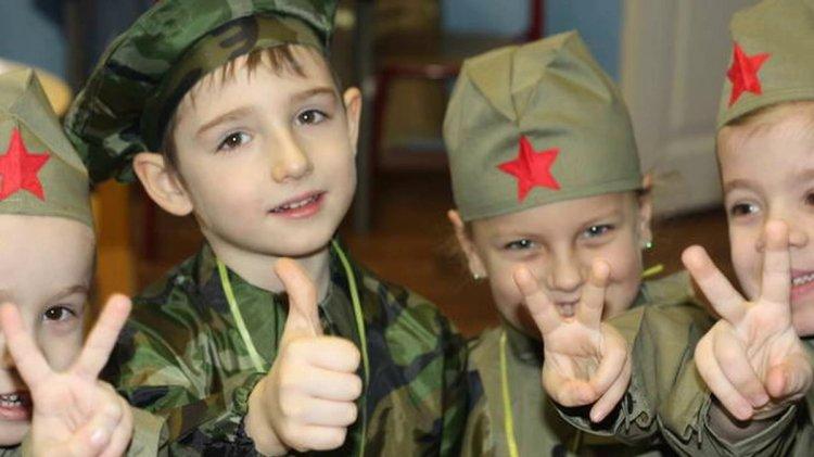 мальчики в военной форме