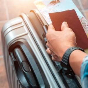 Peut-on voyager avec une carte d'identité périmée?