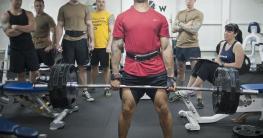 Auch der beste Gewichtheberschuh muss anprobiert werden