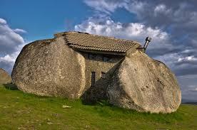 La casa do penedo  ou la maison en pierre