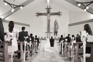 教会での結婚式の写真