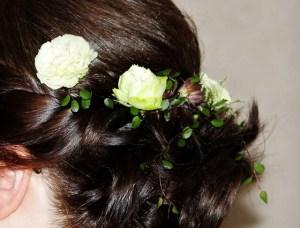 生花を散りばめたヘア