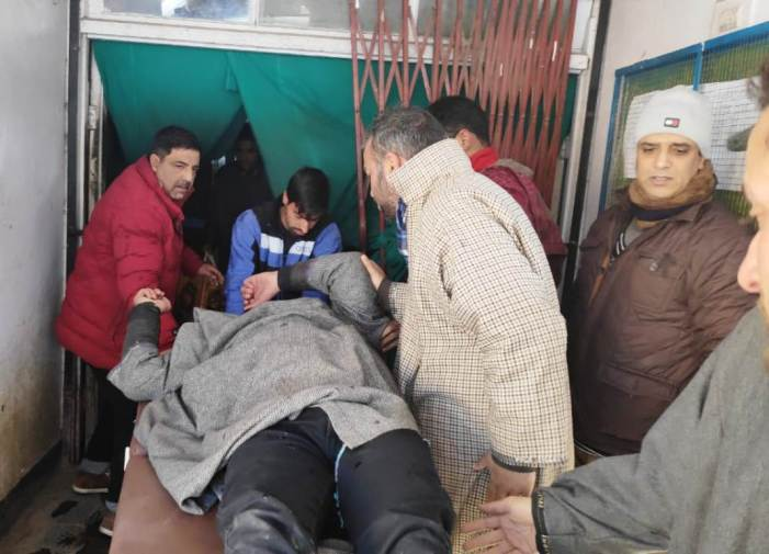 12 injured as forces open fire in Shopian village
