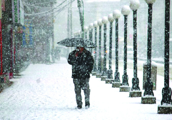 Upper reaches receive fresh snow, rains lash plains in Kashmir