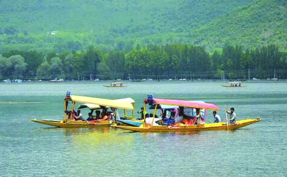 Rising India-Pakistan crisis hit badly tourism sector in Kashmir