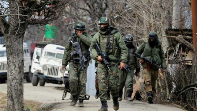 SHO, his guard wounded in ongoing Sopore encounter