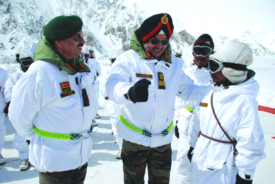 Northern Army commander reviews operational preparedness in Siachen