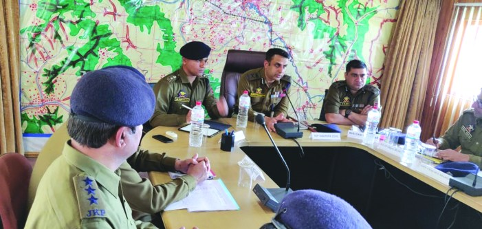 IGP visits Budgam, chairs meeting to review poll preparedness