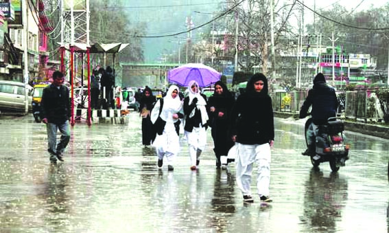 Pleasant Weather In Kashmir Ahead Of Rain, Snow Predicted From Today