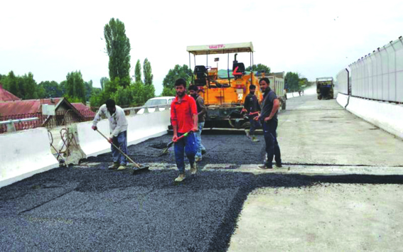 Last phase of Rambagh-Jahangir Chowk flyover to be completed on Jun 30: DC Srinagar