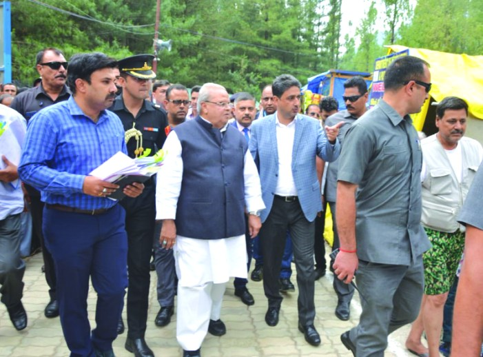 Guv reviews Yatra arrangements at Nunwan Base Camp
