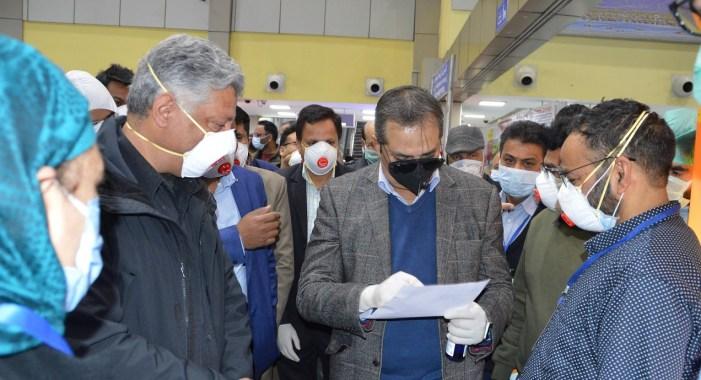 Test VIPs, Bureaucrats Like Other Travelers On Airport: Advisor Khan
