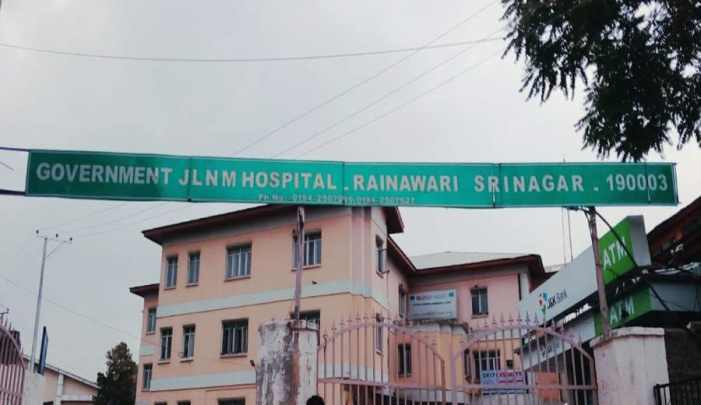26 People put under quarantine at JLNM Rainawari,  broke hospital property, flee