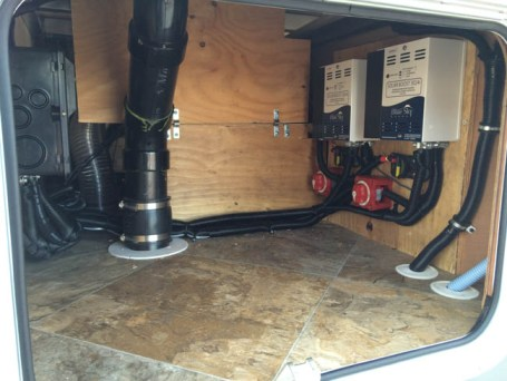Artic Fox 5th Wheel, 100 watts, 600 AH LI, Hybrid Inverter, dual controllers, 50 amp sub panel