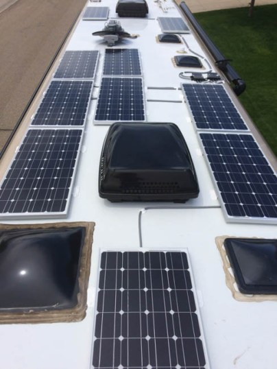 Class A Newmar Bus, 1000 watts solar panels, 900 AH AGM, dual controller, battery monitor
