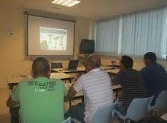 Foto de grupo de trabajadores en formación