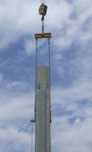 foto de un pilar en el aire levantado con balancín