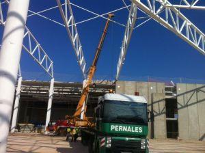 montaje de paneles en una estructura ajena