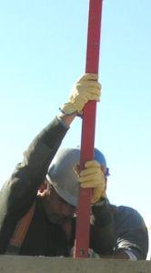 foto de colocación de poste corta en el casquillo