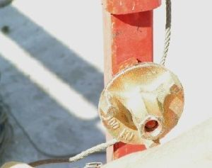 foto del paso del cable en línea de vida corta