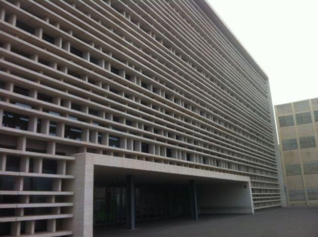 Cerramiento de panel Arquitectónico. Fachada Facultad de Telecomunicaciones U.P.Valencia