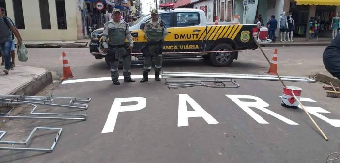 Prefeitura realiza sinalização de trânsito na cidade