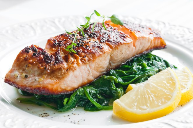 Fish with spinach, lemon and thyme