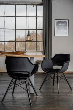 KAWOLA Essgruppe 5-Teilig mit Esstisch Baumkante Fuß silber 140x85cm und 4x Stuhl ZAJA Velvet schwarz