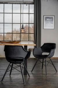 KAWOLA Essgruppe 5-Teilig mit Esstisch Baumkante Fuß schwarz 140x85cm und 4x Stuhl ZAJA Velvet schwarz