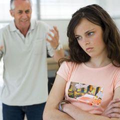 Наместо да го критикувате, обидете се да го насмеете вашиот тинејџер