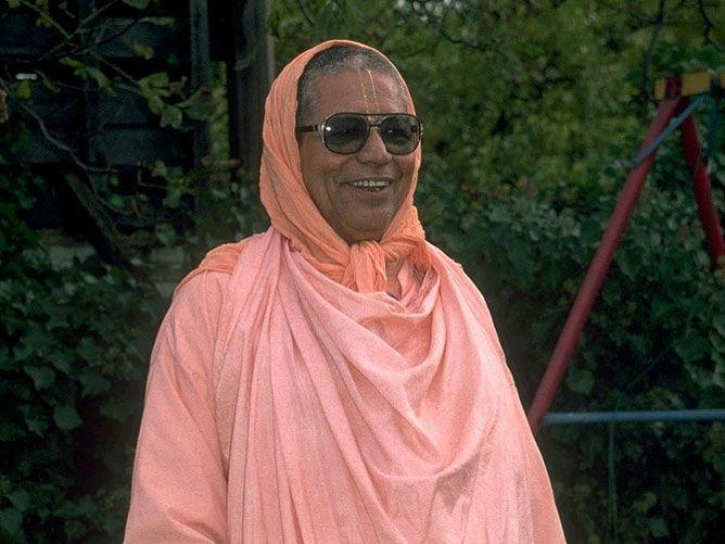 Srila-Govinda-Maharaj-Standing-in-a-Courtyard