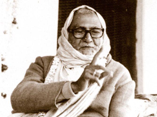Srila-Sridhar-Maharaj-Pointing-his-finger