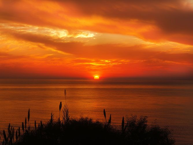 Sunset-in-a-reddish-sky