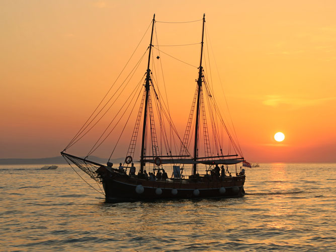 Boat-in-the-Sunset