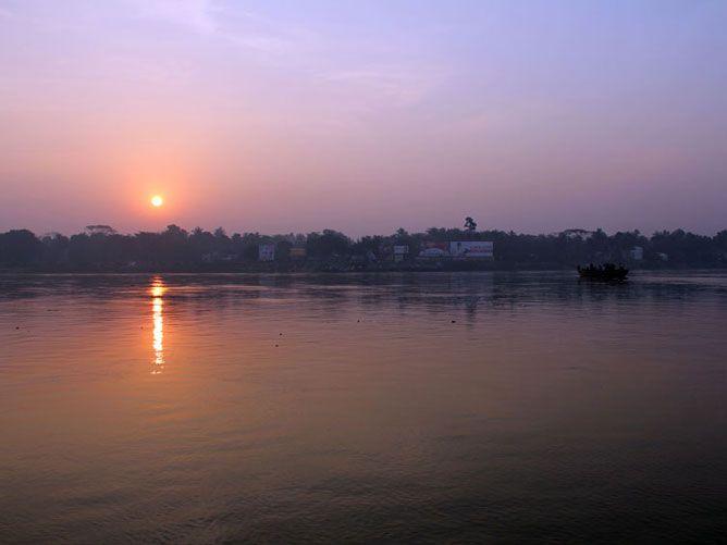 Sri-Nabadwip-Dham-Sunrise-over-the-Ganges