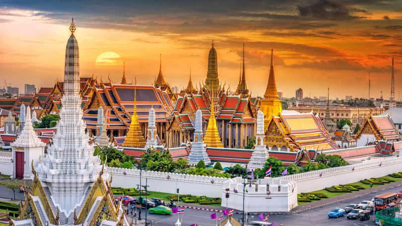 bangkok grand palace.jpg 1024x576 - 9 Must-See Places while Teaching in Thailand