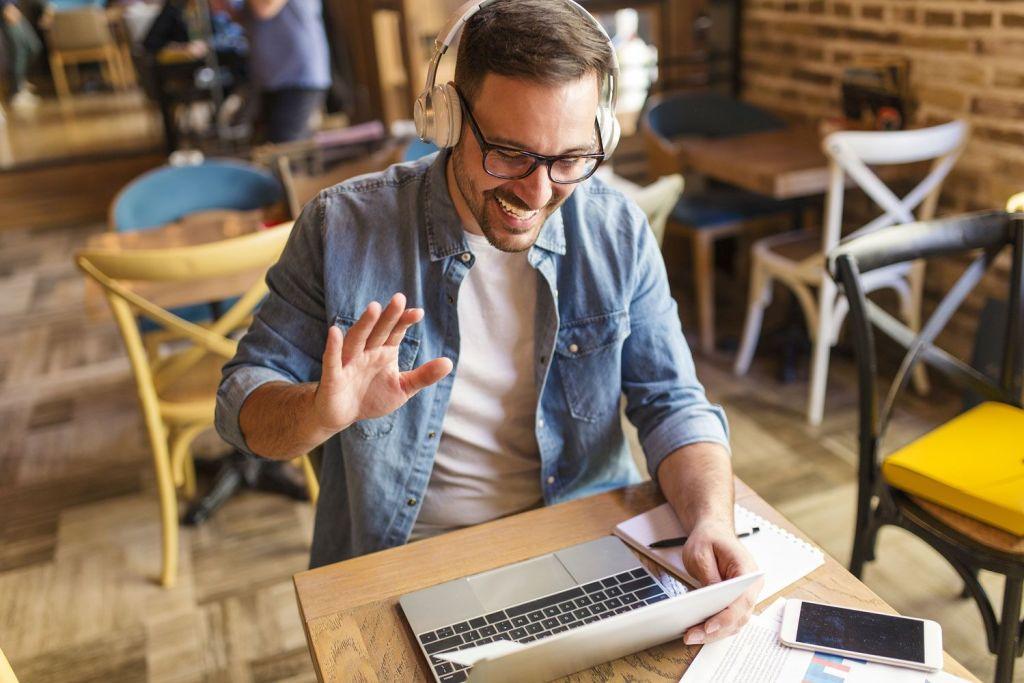 Laptop Guy in cafe