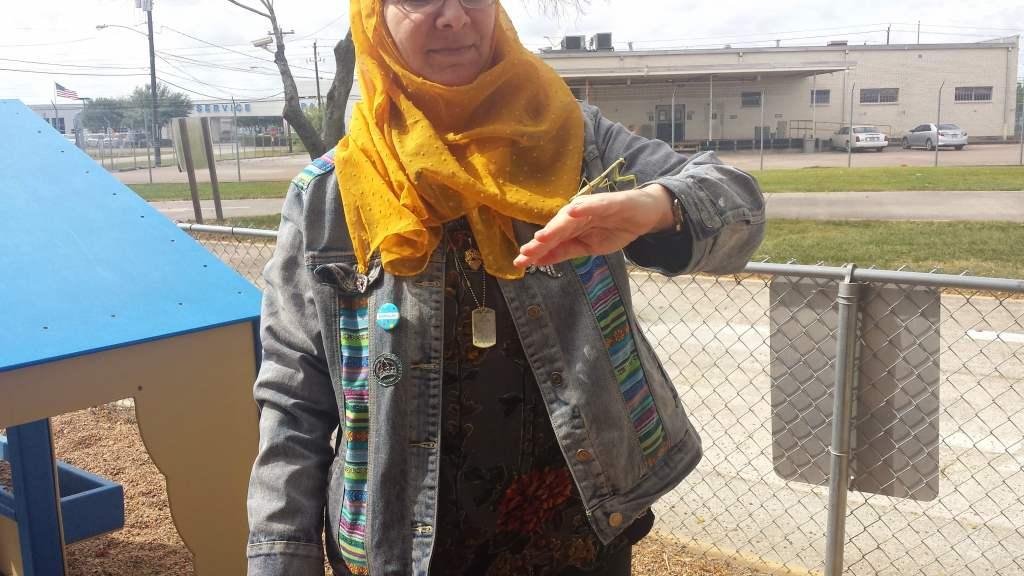 Lorie with an insect min 1024x576 - Meet Lorie Sprague, Jordan-based Online English Teacher