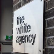 signage_white_agency