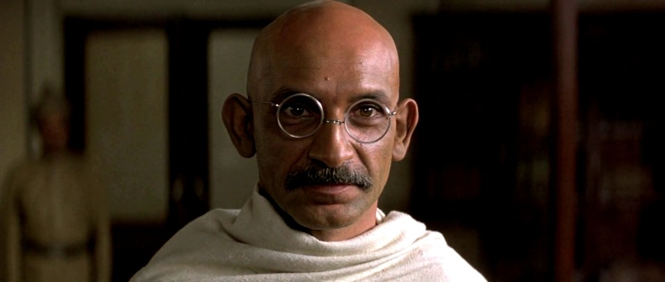 Mahatma Gandhi interpretato da Ben Kingsley
