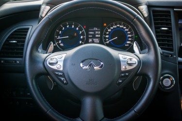 Infiniti QX70 V6 Premium wnętrze