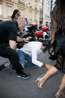 Fan tries to kiss Kim Kardashian's Bumbum