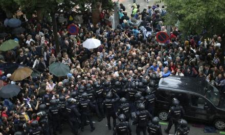 Catalan Independence Referendum: Protesters left injured (Photos/Videos)