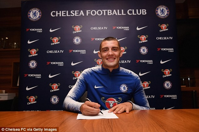 Chelsea sign Croatian midfielder Mateo Kovacic