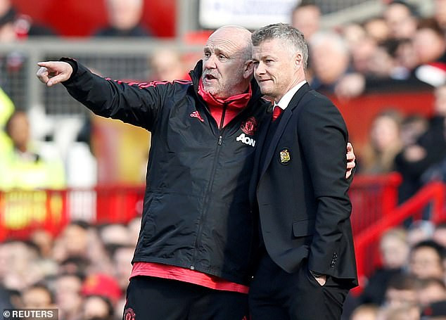 Manchester United appoint Mike Phelan as full-time assistant manager to Ole Gunnar Solskjaer