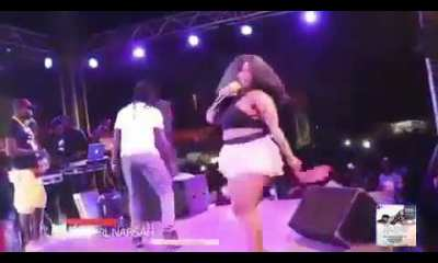 Badgirl Nafisah removes her panties on stage
