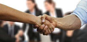Choose a reliable moving company - man and woman shaking hands