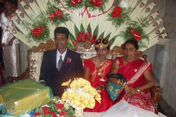 MEHANDI DESIGNS WORLD: SRILANKAN TRADITIONAL WEDDING SAREE ...