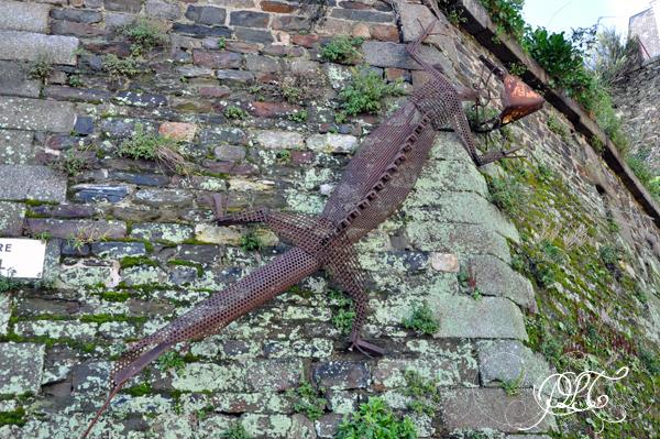 Prendre le temps - Granville - Sculpture sur un mur